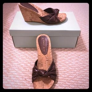 NWT Sz 6 Gianna Bini Chocolate Brown Wedges